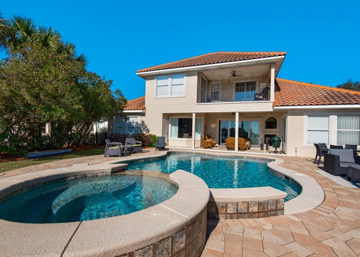 Huge Private Pool and Spa, Spacious Deck and Lots of Room for Entertaining