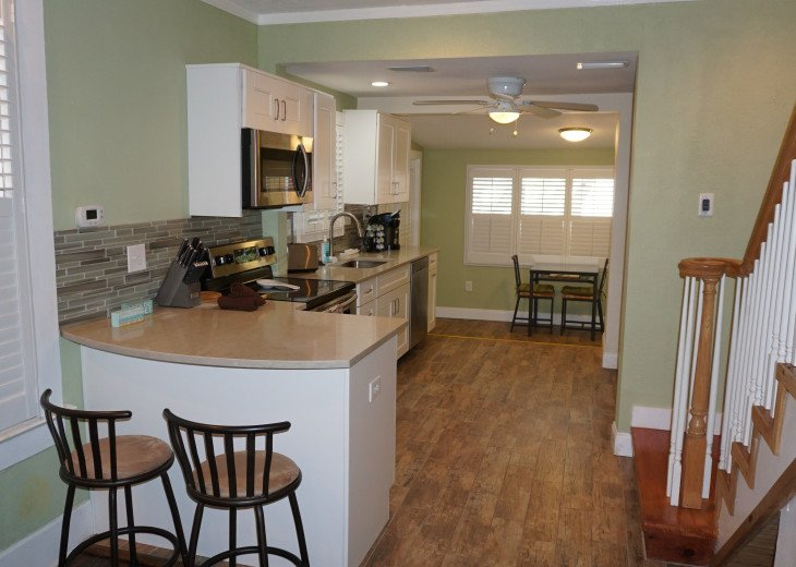 The Pineapple House - 3BR/2BA with washer & dryer! #1