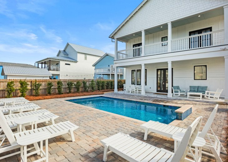 Brand New Luxury Home- Private Pool Free 6 Passenger Golf Cart! 2-3 Min to Beach #1