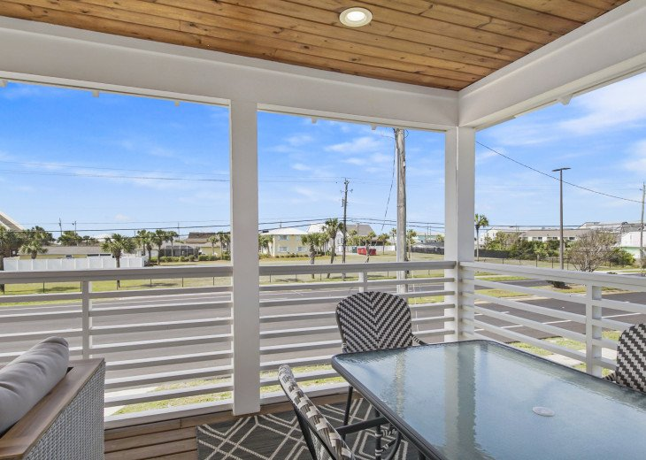 Surf Hut~ GULF WATER VIEW - 2 Minute walk to the beach - Fenced Back Yard #1