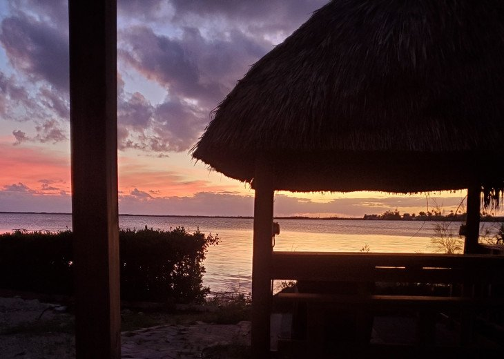 ***#SUGARFOOT_SUNSETS*** ENJOY PRIVATE BEACH, BRING YOUR BOAT, TRUE SUNSET #1