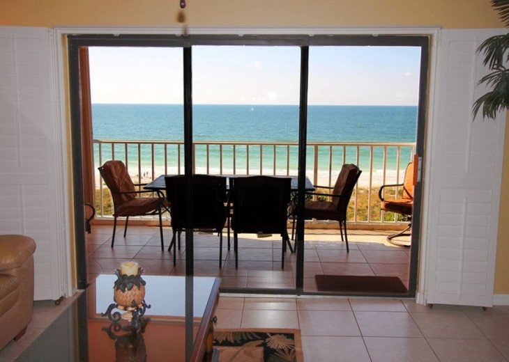 Reef Club center top floor, direct ocean view! Privacy plantation shutters.