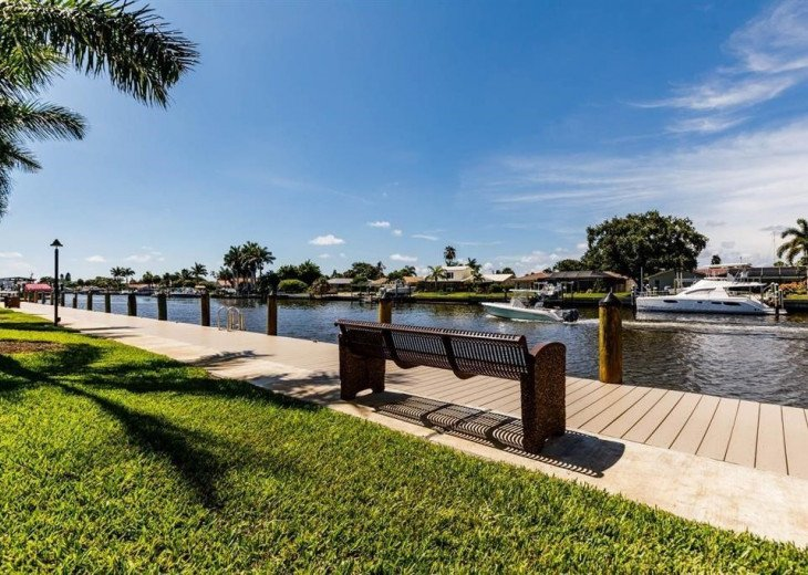 Enjoy the boats on the Boca Ciega Channel at R14