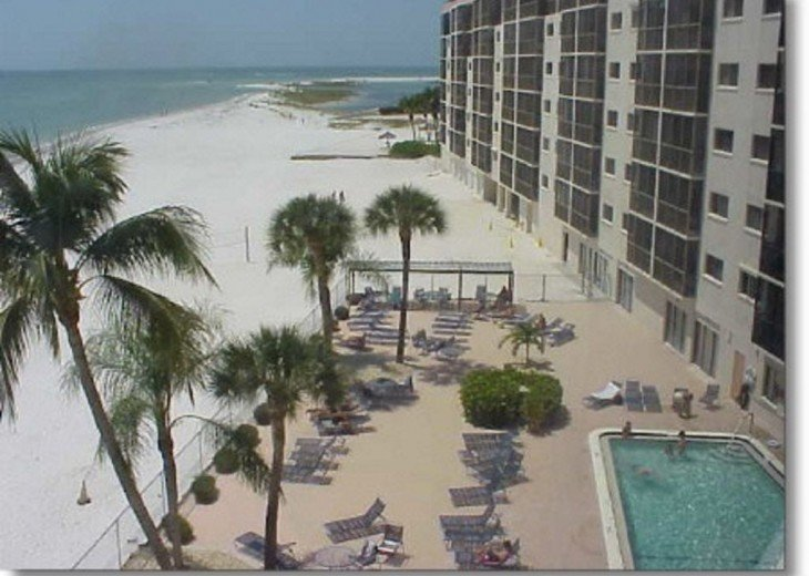 SAVE $100. WKLY IN APRIL-SAND, SUN, POOL, WIFI-2 BDRM/2 BATH AMAZING BEACH CONDO #1