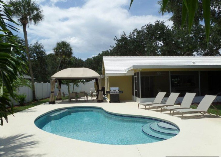 Beautiful Island paradise, 3 Bedroom 2 bath ranch, family and pet friendly. #1