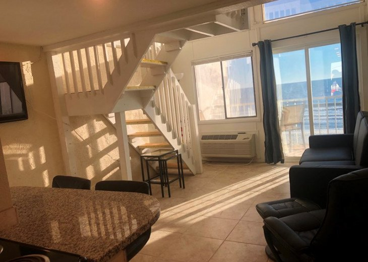 AMBASSADOR DOME PET FRIENDLY * WALK 2 PIER PARK * BEACH FRONT #1