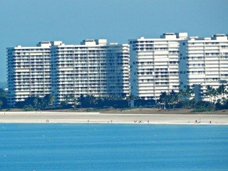 Sea Mar Condo: 19th Floor Penthouse Views of Crescent Beach-Free Wifi