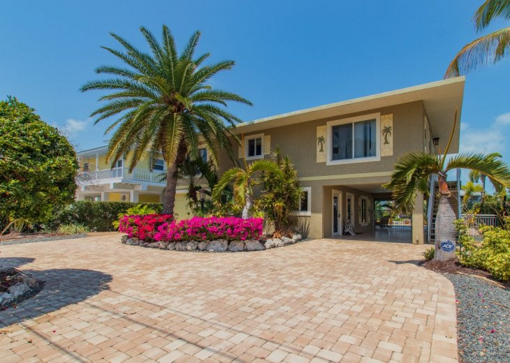 Lyons Landing - Large Spacious 4/3 Home on Wide Canal with Pool, Dock & Boatlift #1