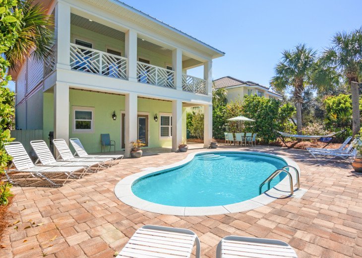 Luxury Home! Private Pool- Free 6 Seat Golf Cart! 3 Minutes to Beach #1