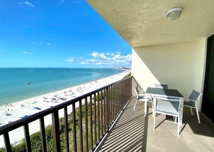 Sea Winds 1001; BEACHFRONT condo with a view of the entire Marco Island Beach! #1