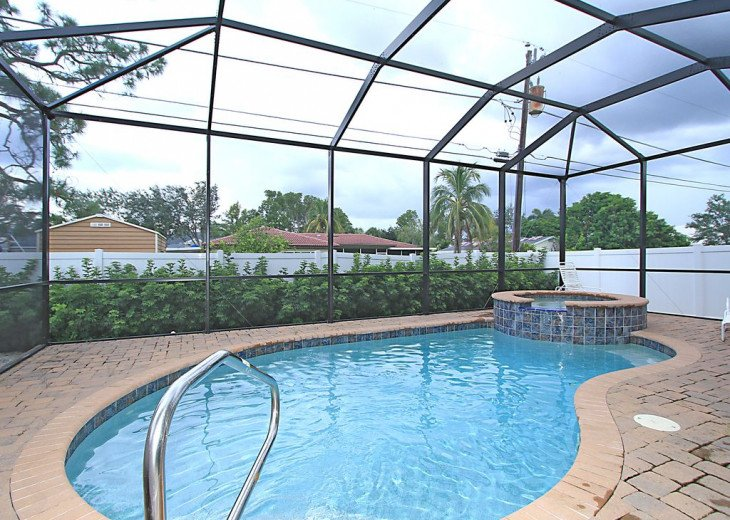 BEAUTIFUL NEW HOME with 4 bedrooms, 2000ft away from 3 beaches. #1