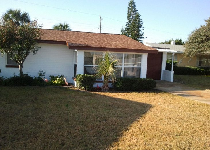 Walk to the Beach ! Centrally located Pet Friendly Beach Bungalow #1