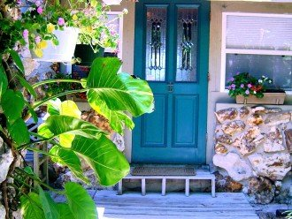 SU Casa - Sleeps 12/Charming and Colorful Gulf Front Home