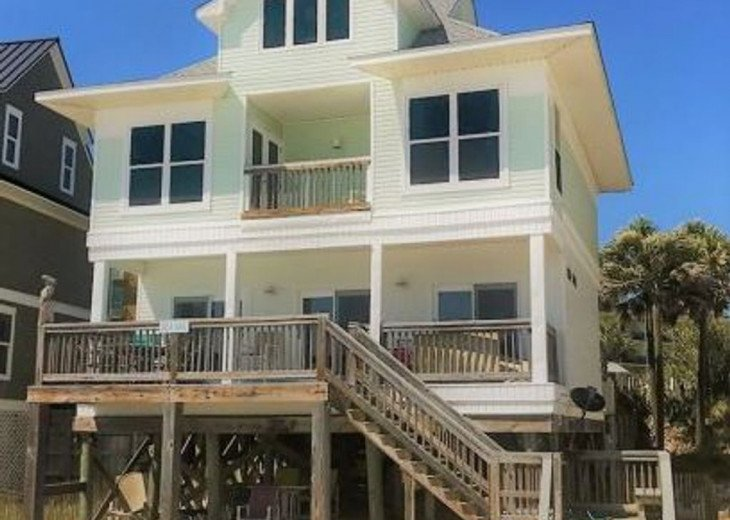 Gulf Front Property, Private Beach, Huge Patio Overlooking the Gulf