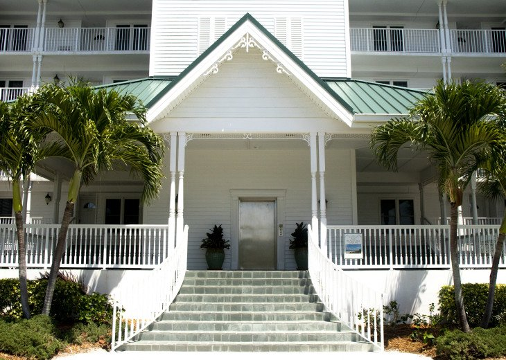 Beachfront Condo with large terrace overlooking ocean and pool #1