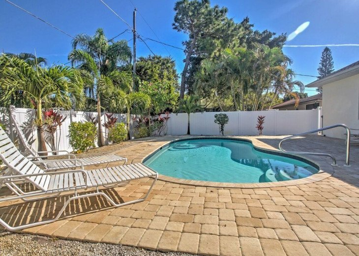 FABULOUS NEWER HOME with new heated pool - 2000 ft away from 3 Beaches!!! #1