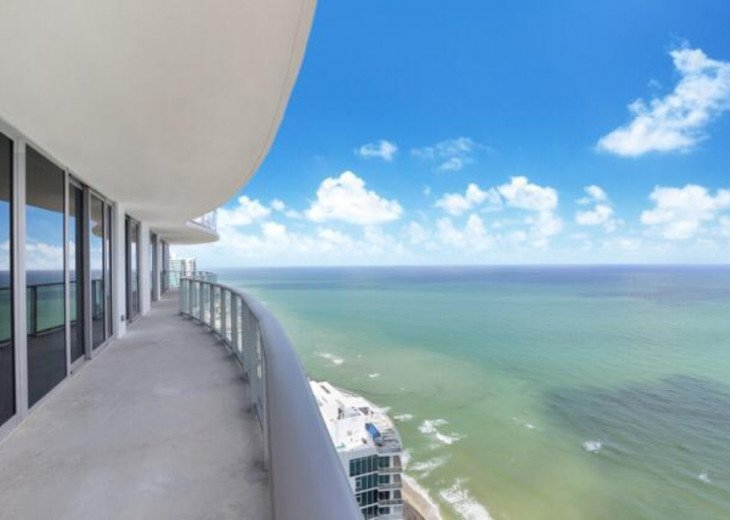 SHORT TERM RENTAL NORTH MIAMI HALLANDALE LUXURY MANSION IN THE SKY #1