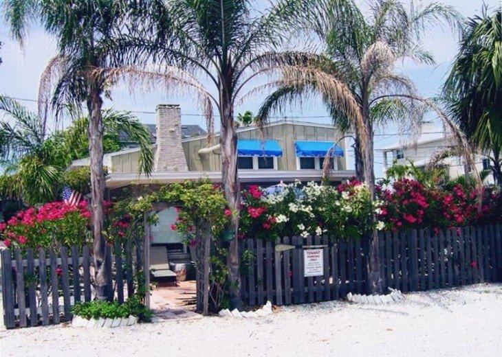 'Mi Casa,' Charming & Colorful Beach Retreat #1