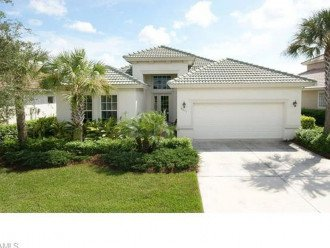 VILLA MADISON LAKE FRONT POOL HOME CLOSE TO NAPLES BEACH!!!