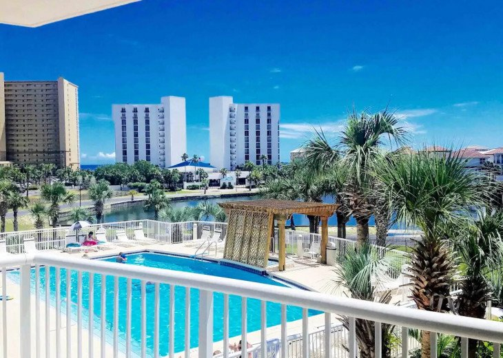 Oceanside condo! Heated pools ! The best location in Destin!!! #1