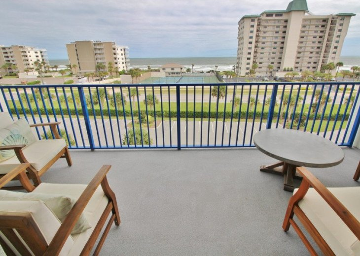 Large balcony with open ocean view