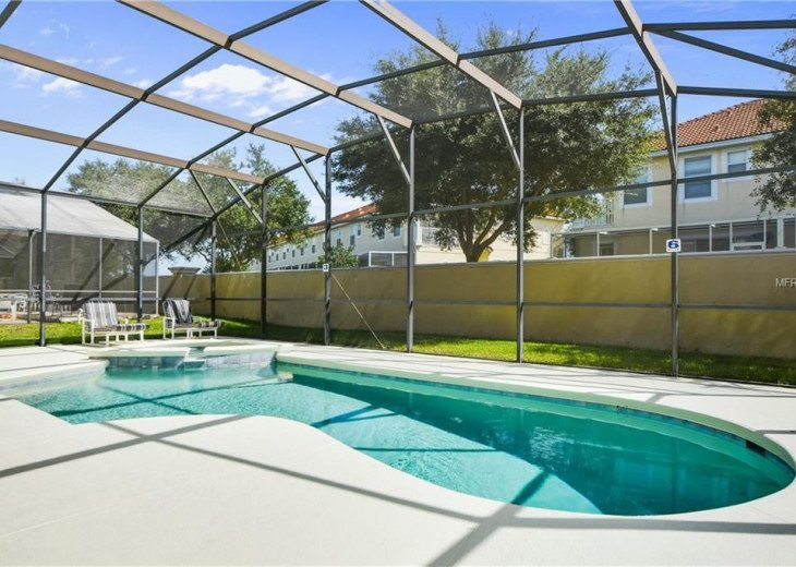 15 minutes from all major parks in Orlando/ Kissimmee Area CUMBRIAN LAKES VILLA #1