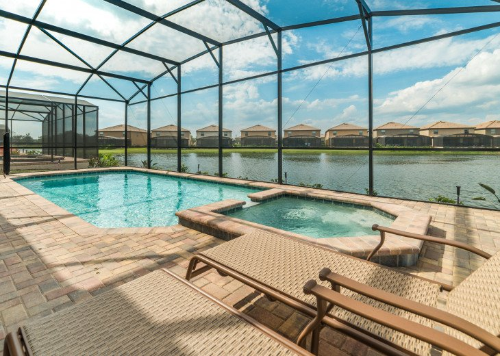 Private heated Pool and Spa with lake view