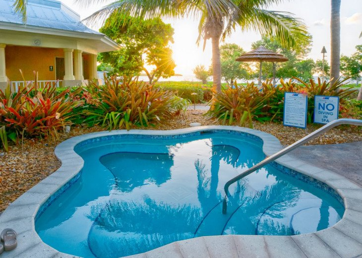Luxury corner townhouse with oceanview! 412 Mariners Club Key Largo #1