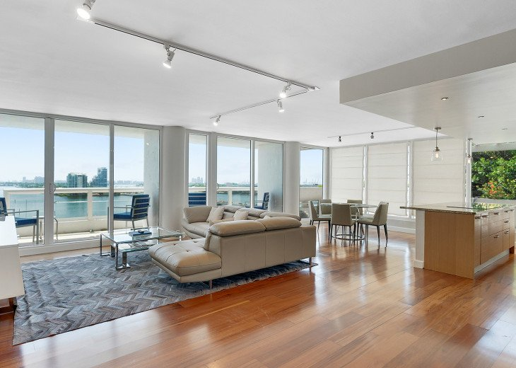 The Grand Downtown Miami | Luxury Two Bedroom Direct Bayfront + Free Parking #1