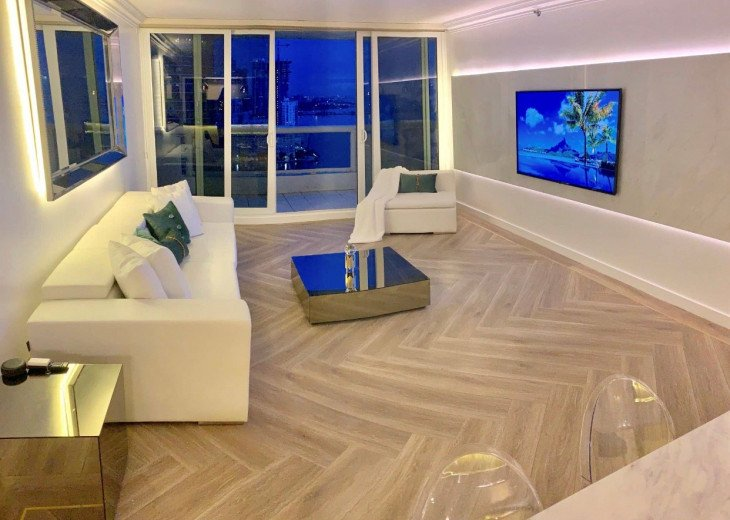 Downtown Miami 3247   Luxury Three Bedroom Partial Bay View Apartment #1