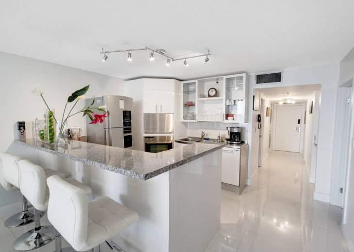The Grand Downtown Miami | Premium One Bedroom Partial Bay View #1