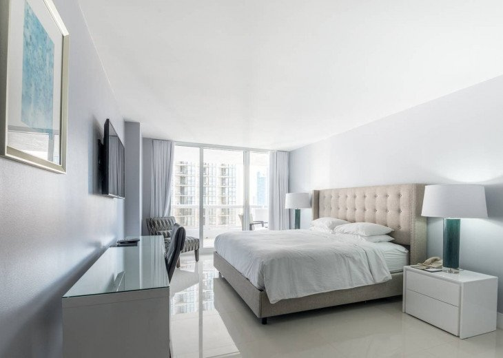 The Grand Downtown Miami | Luxury One Bedroom Partial Bay View #1