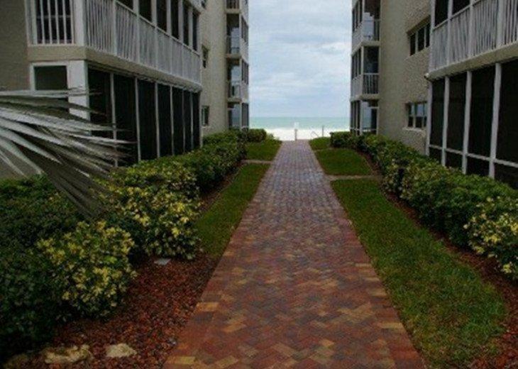 Siesta Key Beach Front Ground Floor Condo104 Steps to the Beach WiFi #1