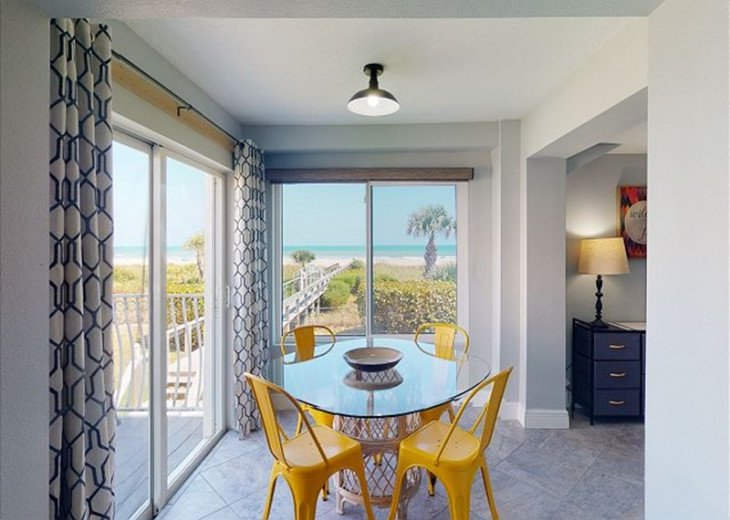 Direct Oceanfront 1 Bed 1 Bath Atrium Unit (RM3201) #1