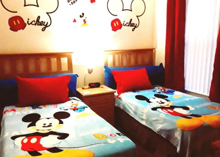 Mickey & Minnie's Luxury Octopus House in Orlando! #1