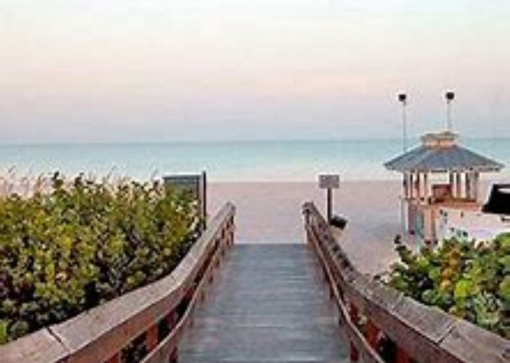 Heart of Marco Island, 1 Mile to the beach and walk to restaurants and shops #1