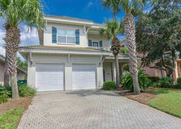 Our Destiny - 2 King Master Ensuite's, 3.5 Baths, Sleeps 8, close to the beach! #1