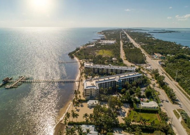 Beacon Reef 406 is a Charming 2 Bedroom Condo with Views of the ocean & Complex #1
