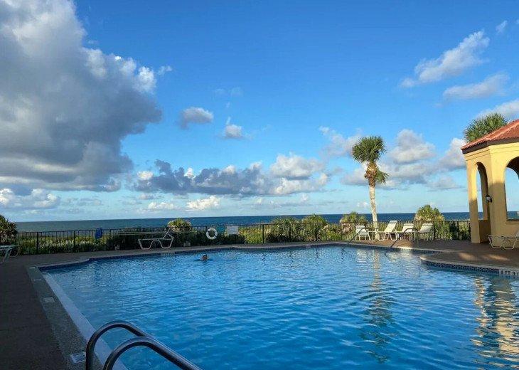 Main pool, overlooking the ocean