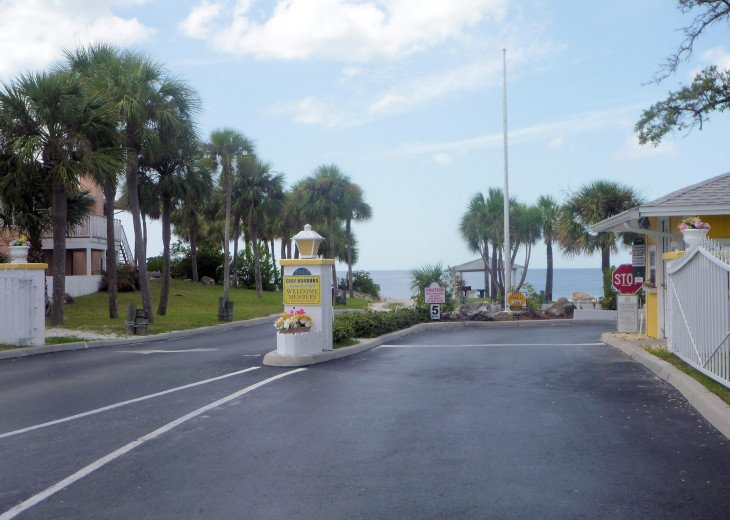 Private Gulf Harbors Beach Club: not crowded, safe, social distancing, security